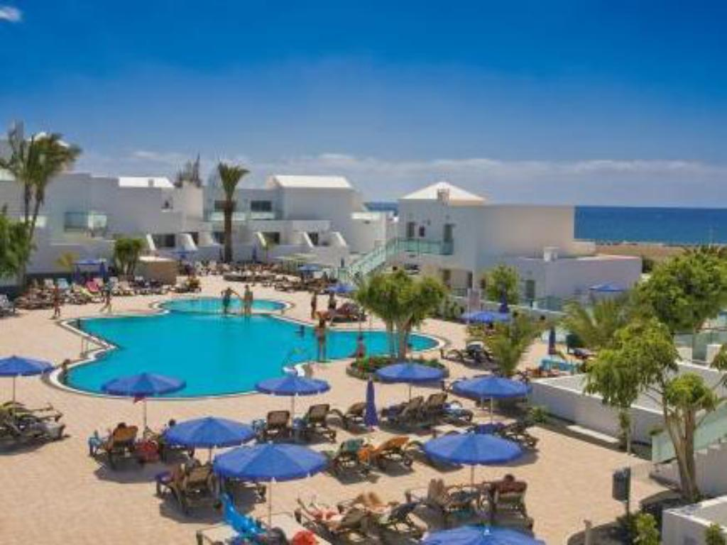 Swimming pool Hotel Lanzarote Village