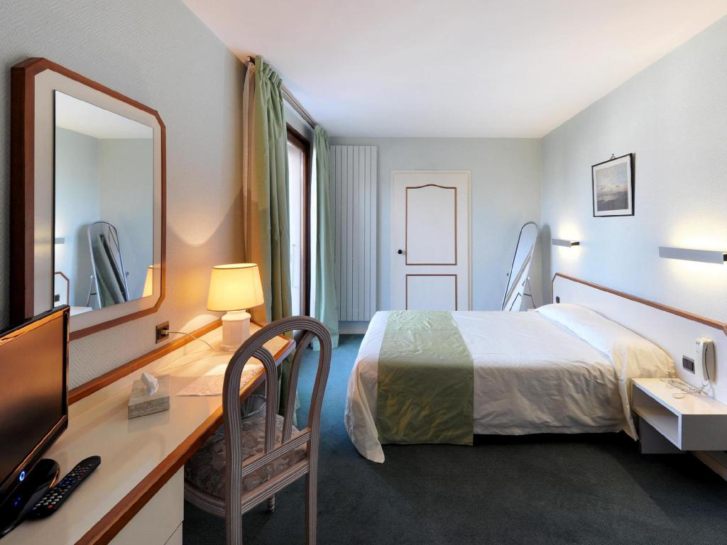 See all 6 photos Hotel Le Bourgogne