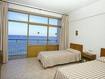Double Room with Sea View (2 Adults + 2 Children)