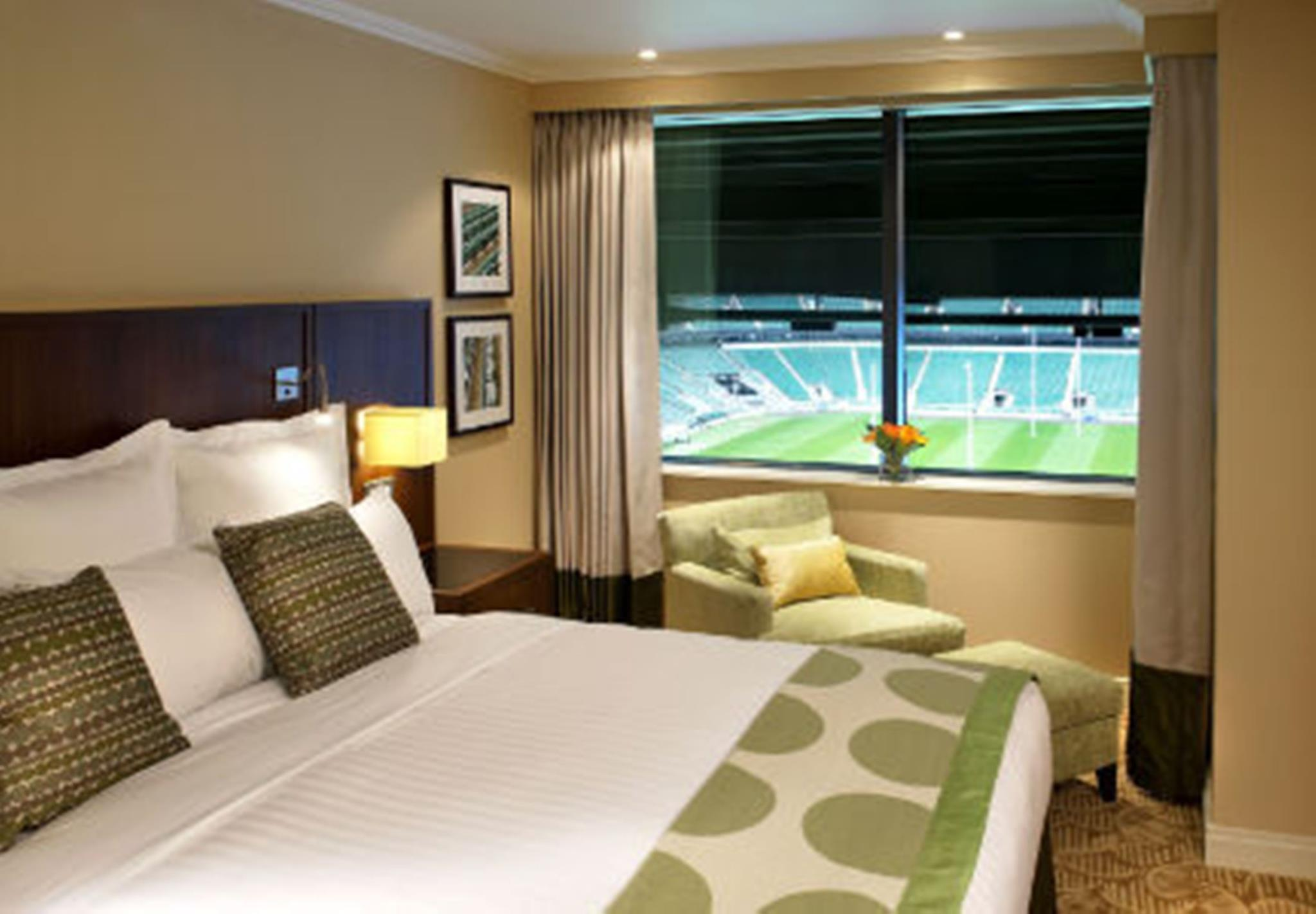 Twickenham Skyline View, Guest room, 1 King, Wi-Fi included