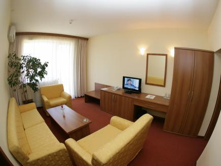 Suite Familiare (2 Adulti + 2 Bambini) - Mezza Pensione (Family Suite (2 Adults + 2 Children) - Half Board)