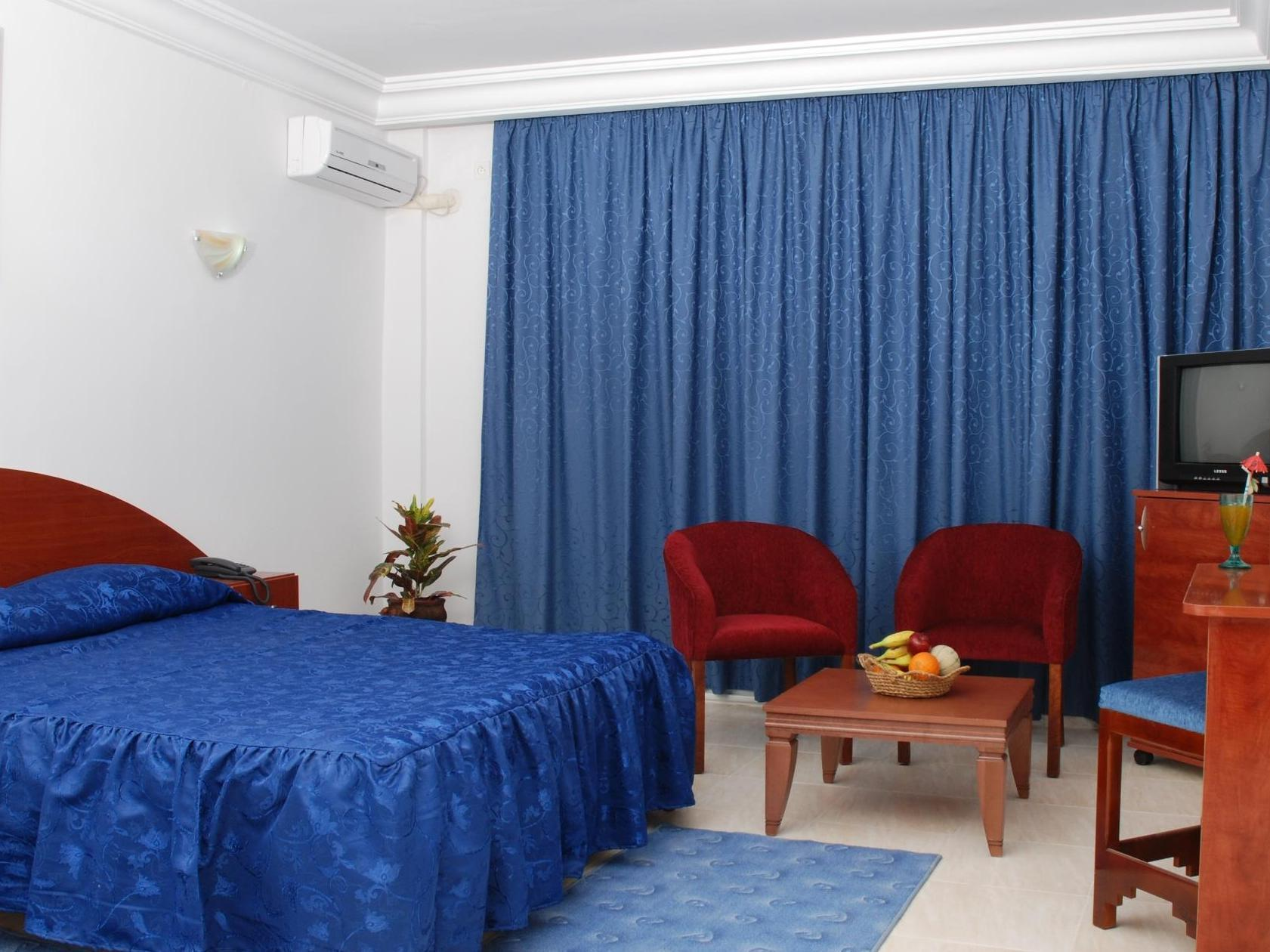 Quarto Triplo com pequeno-almoço (Triple room with breakfast)