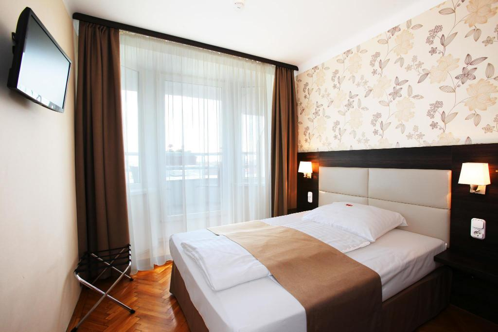 Superior Double with Balcony - Guestroom Medosz Hotel
