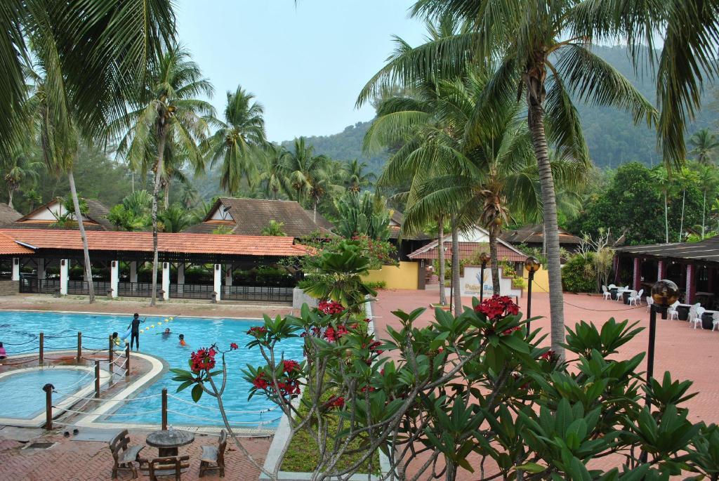 Puteri Bayu Beach Resort in Pangkor - Room Deals, Photos ...