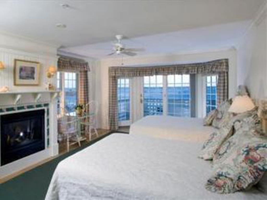 Deluxe Cottage Room with Two Queen Beds