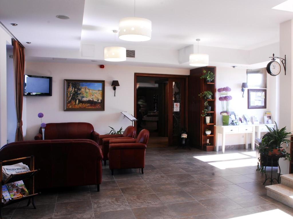 Lobby Crocus Gere Bor Hotel Resort & Wine Spa