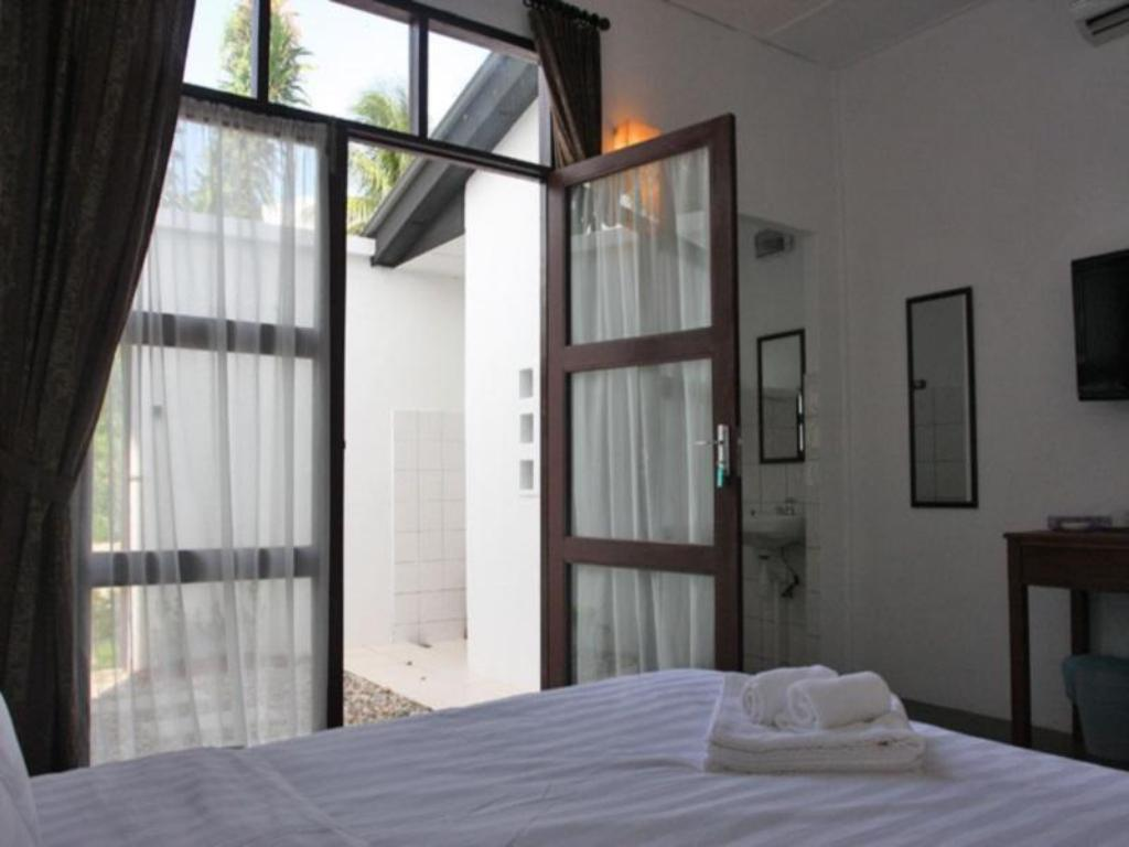 Courtyard Queen with Open Shower Basaga Holiday Residences