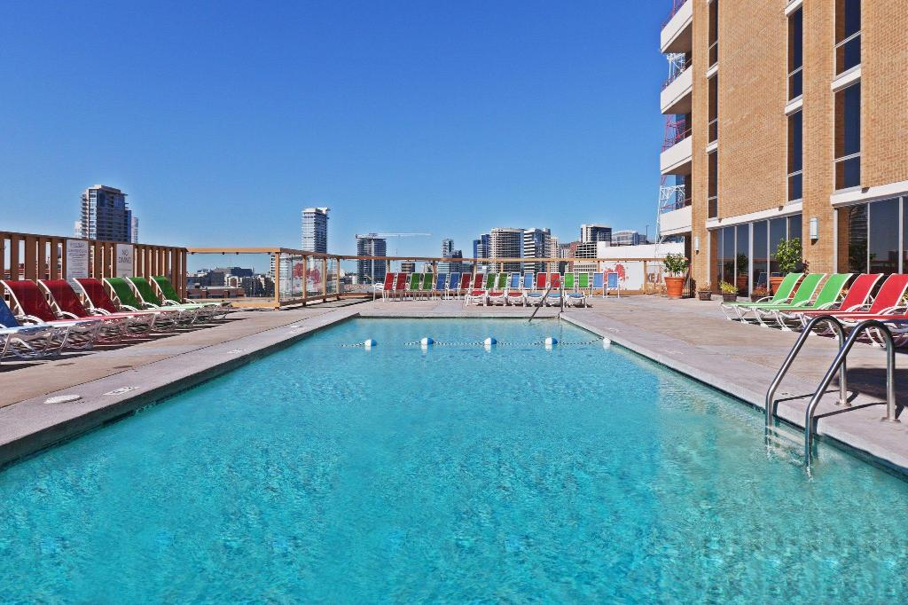Swimming pool [outdoor] Crowne Plaza Hotel Dallas Downtown