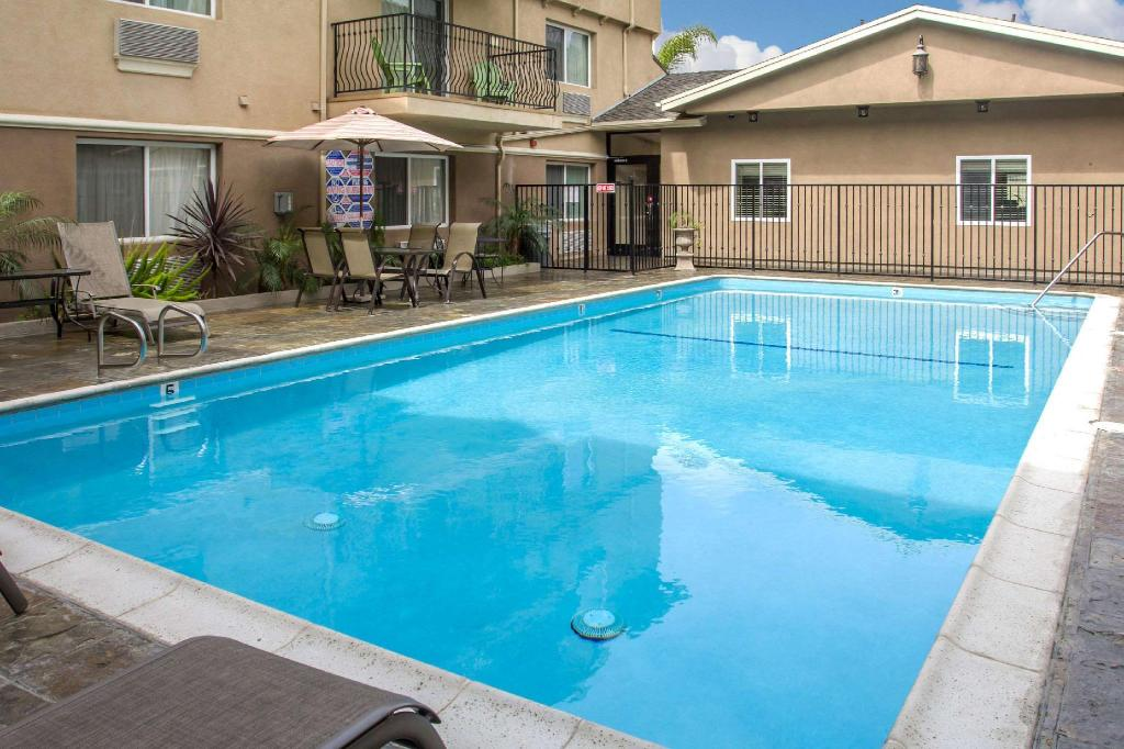 Swimming pool [outdoor] Comfort Inn Cockatoo Near LAX Airport