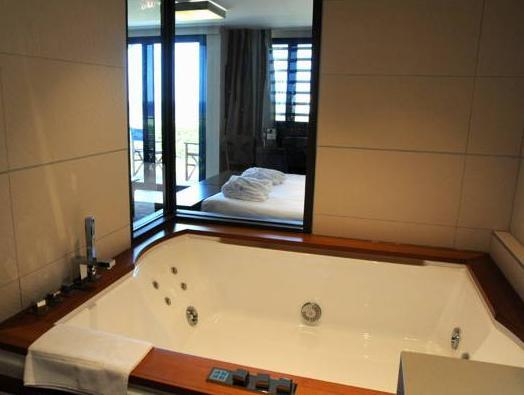 Double Room with Hot Tub and Sea View