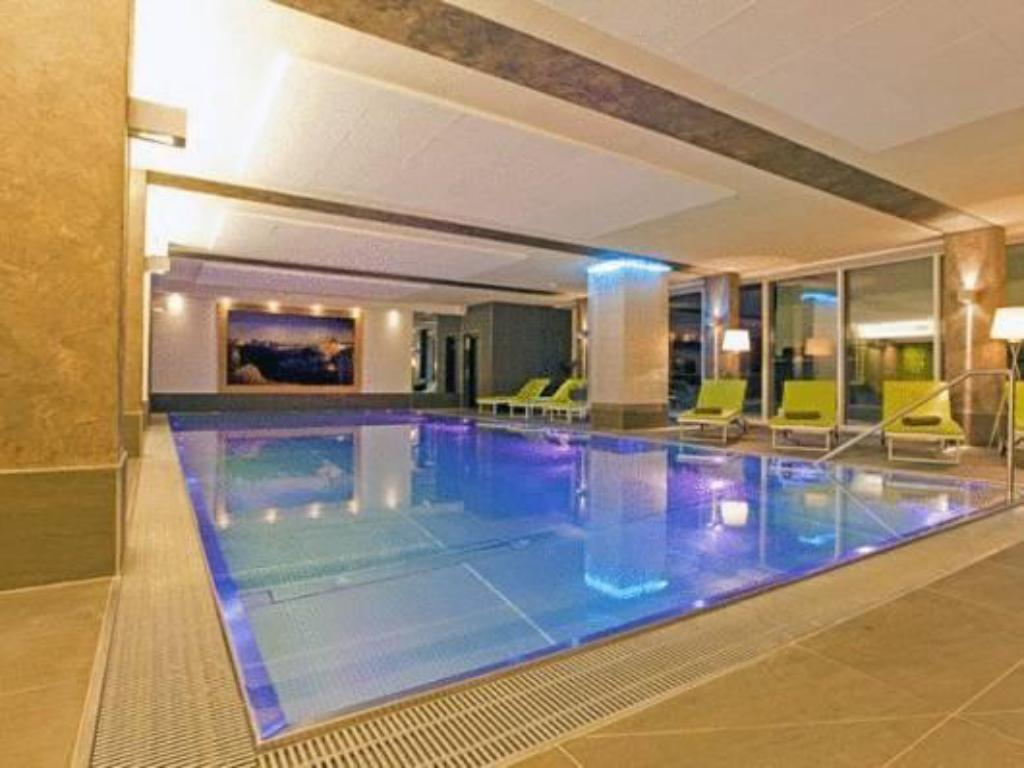 Swimming pool Hotel Fliana Ischgl