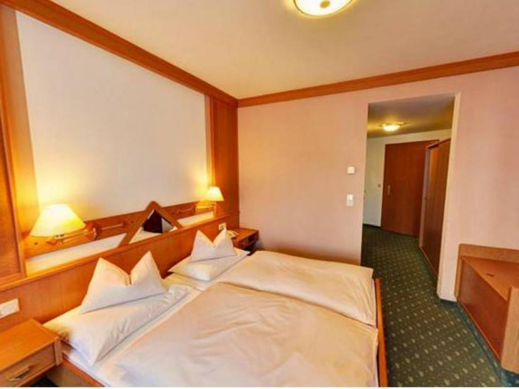 Family Room (2 Adults + 2 Children) - Bed Hotel Herold