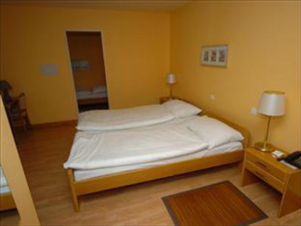 Triple Room - Bed Hotel Le Cedre