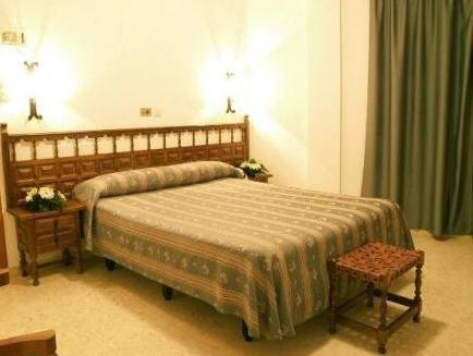 Double/ Twin Room with extra bed (2 adults + 1 child)
