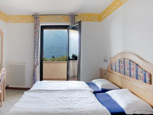 Twin Room with Lake View - Adults Only