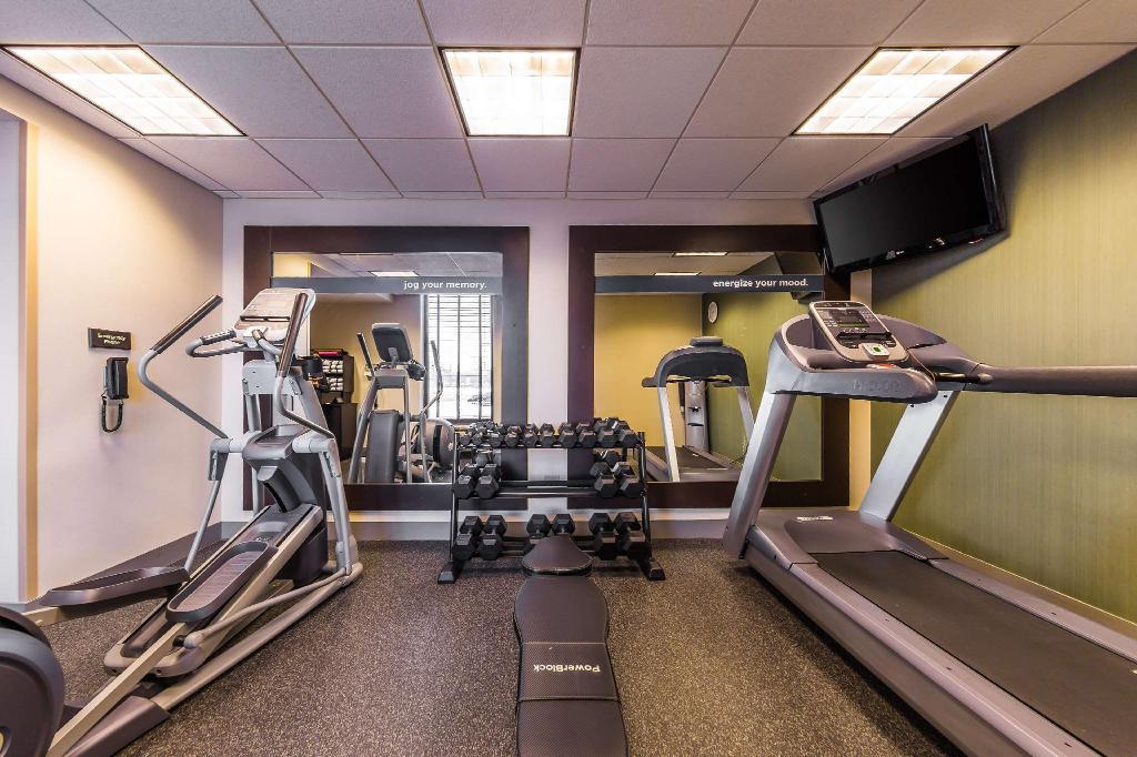 Fitness center Four Points by Sheraton Chicago Westchester/Oak Brook