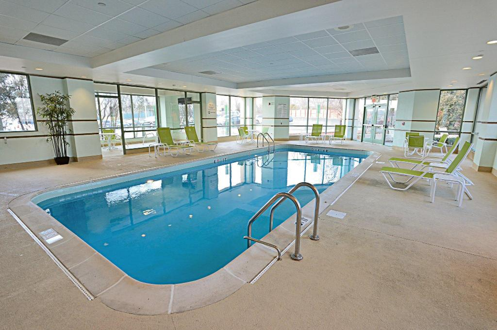 Holiday inn chicago oak brook in oakbrook terrace il - Holiday inn hotels with swimming pool ...