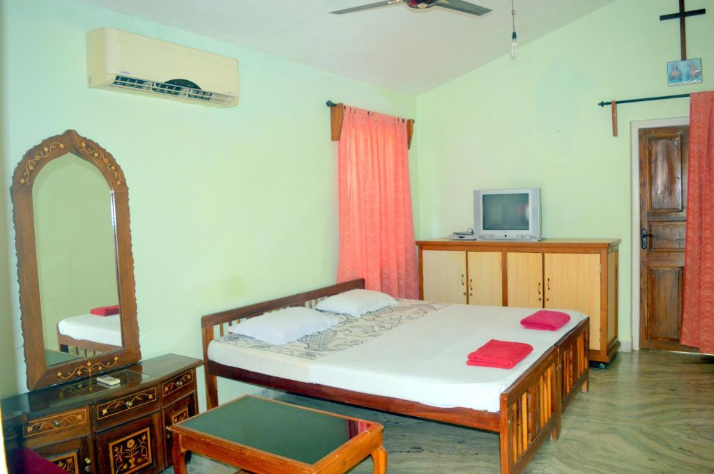 Best price on auslyn guest house in goa reviews - Guest house in goa with swimming pool ...