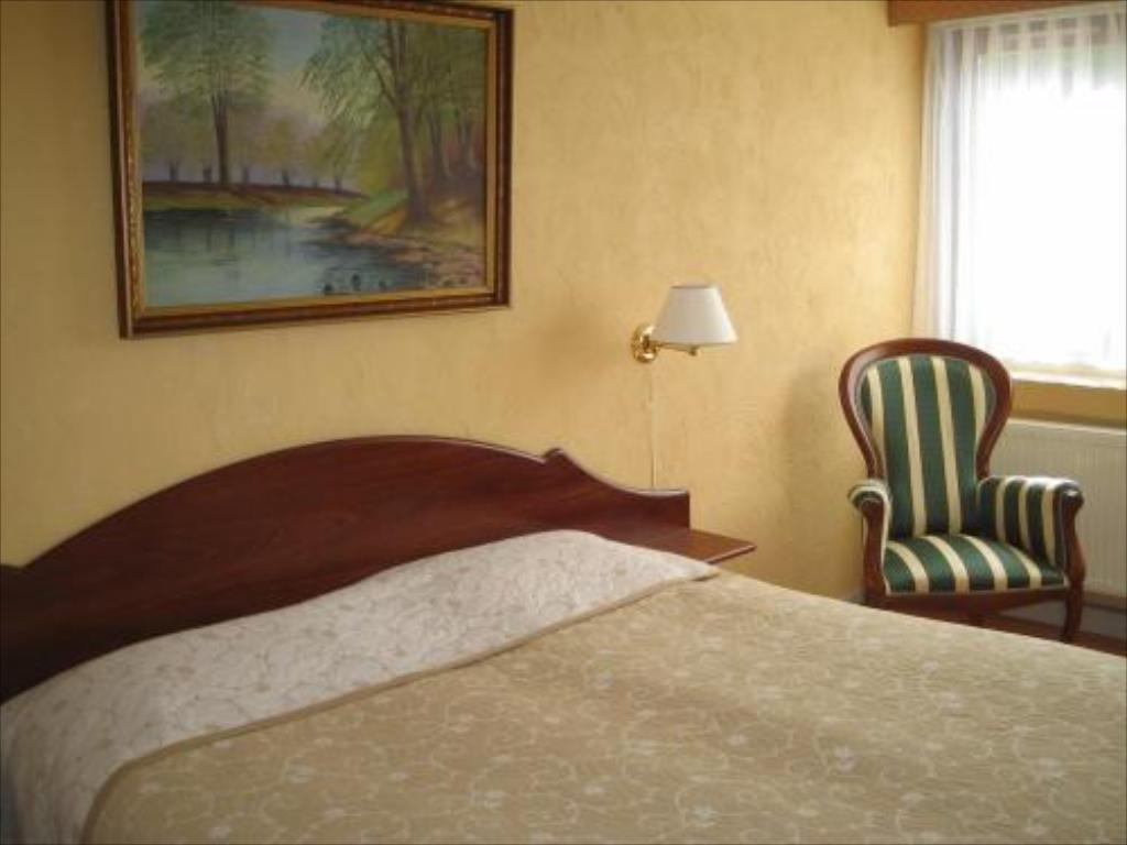 Standard Double or Twin Room - Bed Hotel Laasby Kro