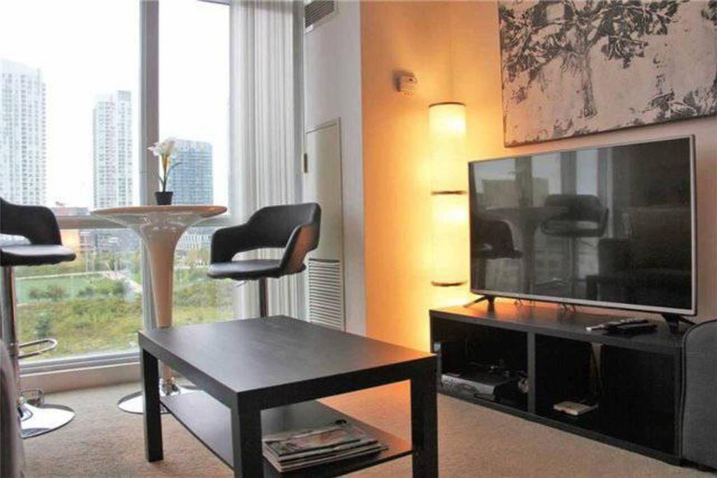 Dzīvoklis - 1 guļamistaba MiCasa Stylish Condo Close to CN Tower