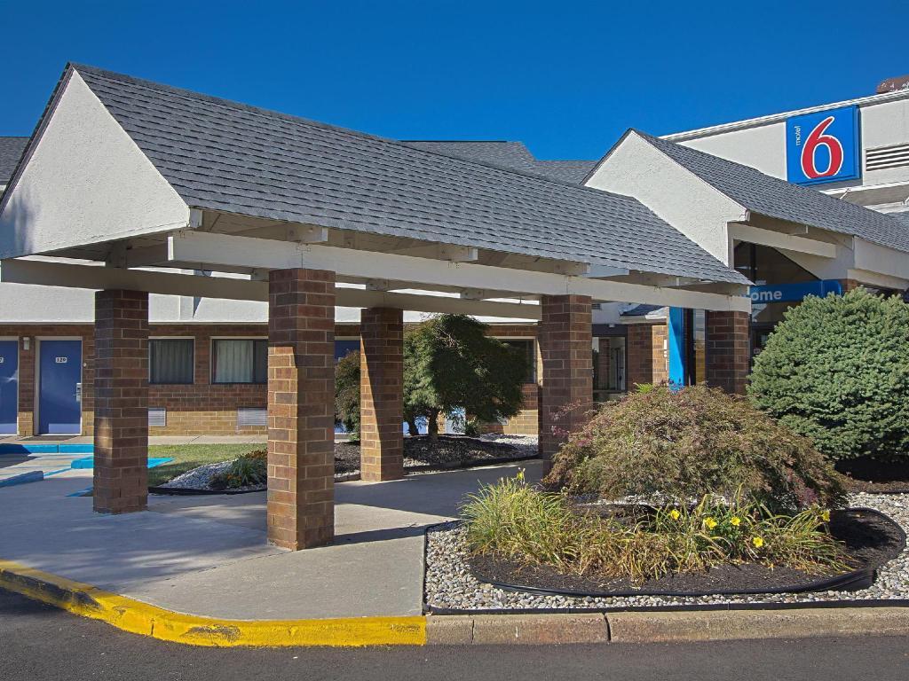 Motel 6 Piscataway in Piscataway (NJ) - Room Deals, Photos & Reviews