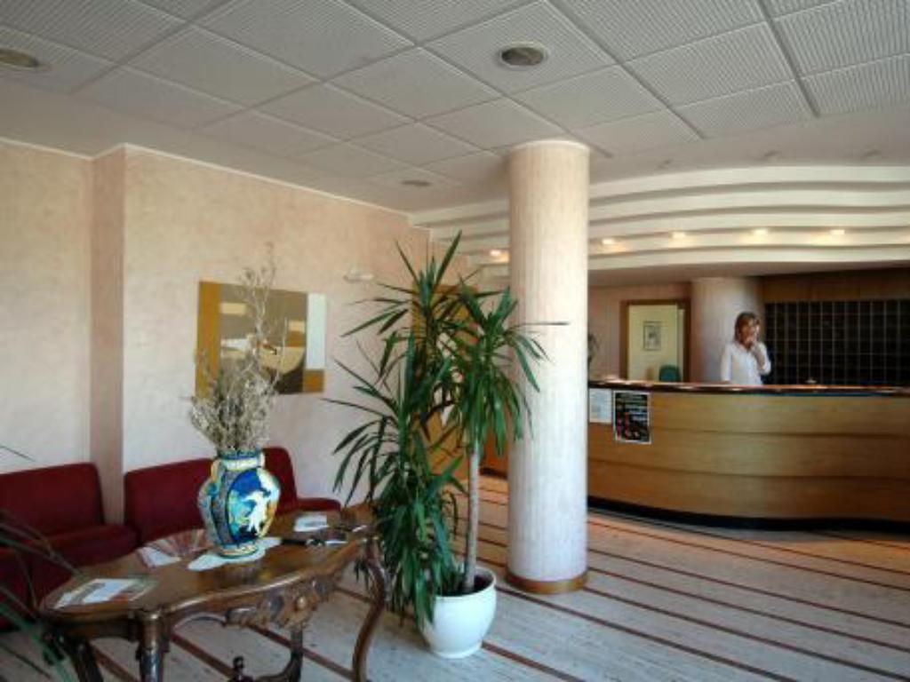 Best Price on IHR Residence Hotel Le Terrazze in Grottammare + Reviews