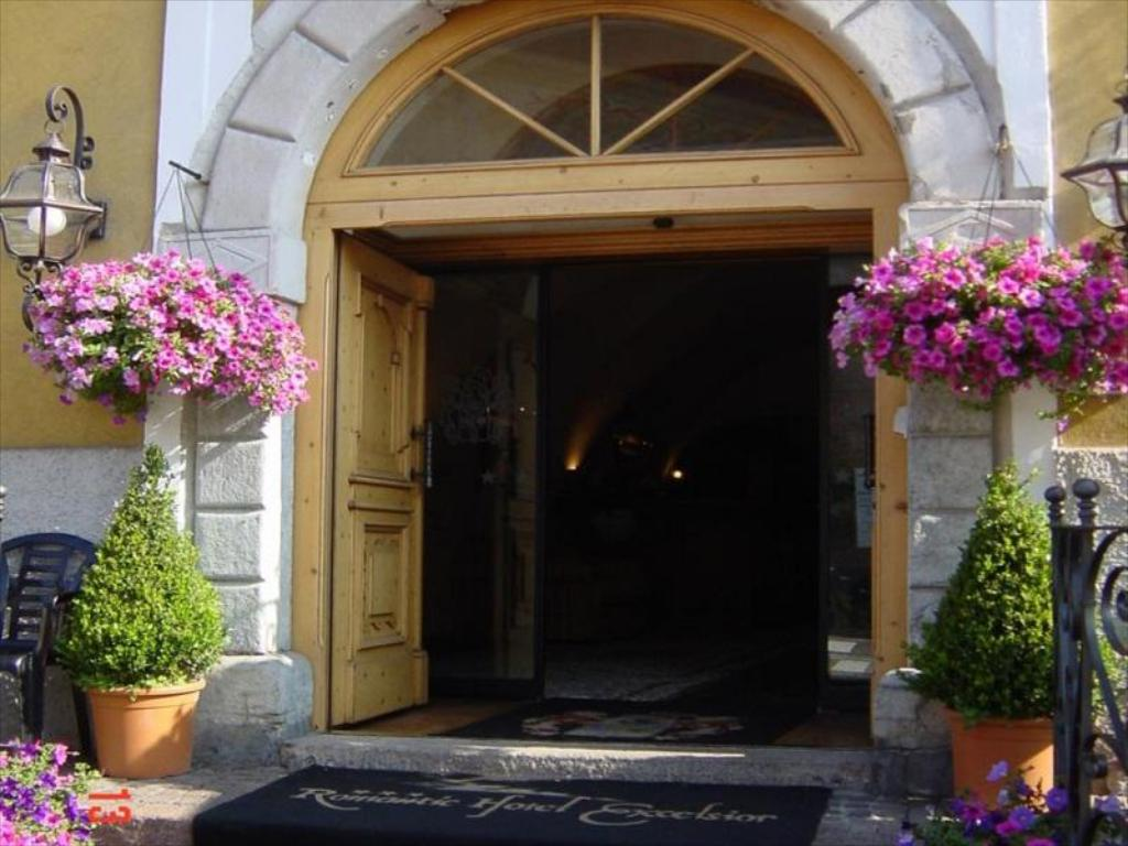 Entrance Romantic Hotel Excelsior