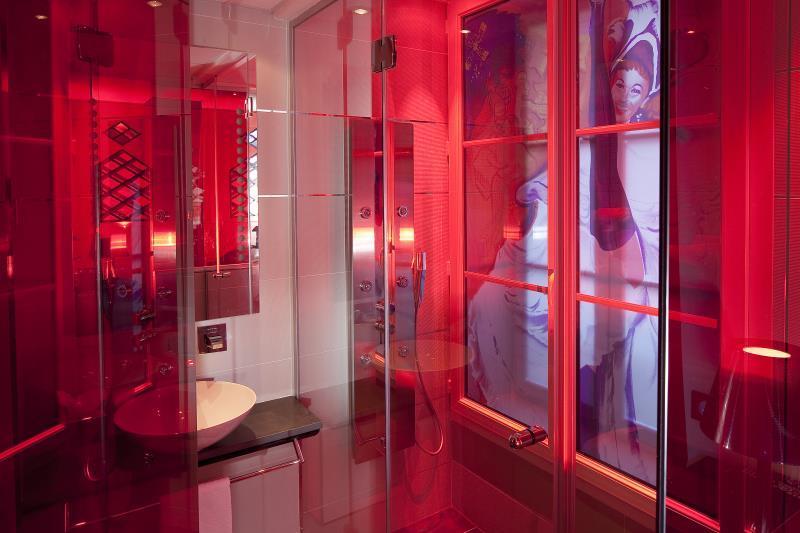 Best price on secret de paris design boutique hotel in for Secret de paris hotel
