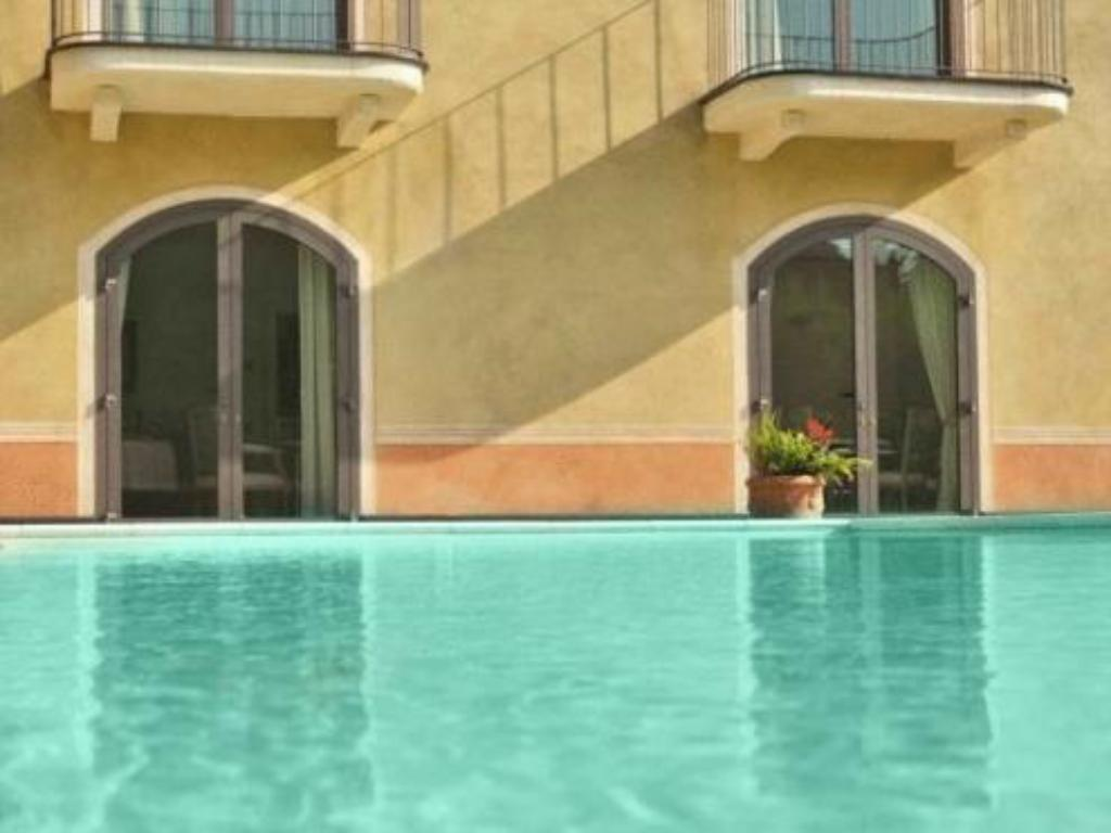 Swimming pool Villa Agnese