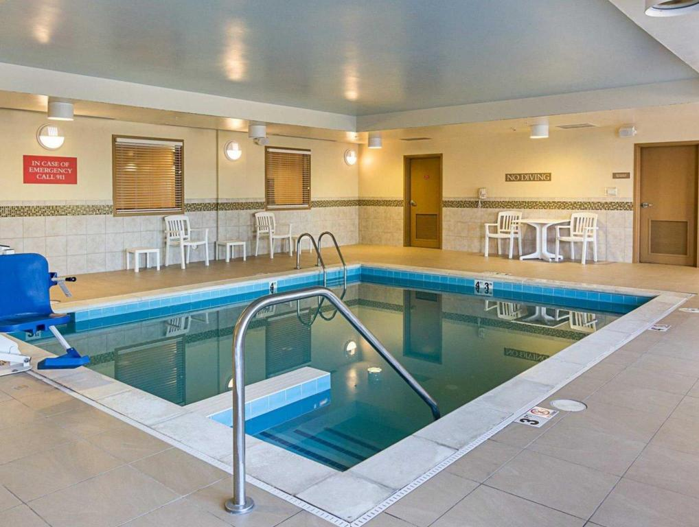 Schwimmbad Comfort Inn and Suites Virginia Beach - Norfolk Airport
