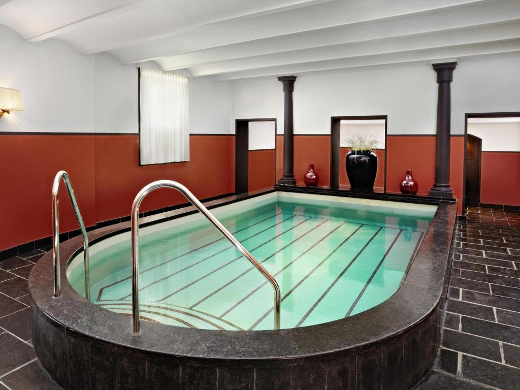Swimming pool Hotel Des Indes a Luxury Collection Hotel The Hague