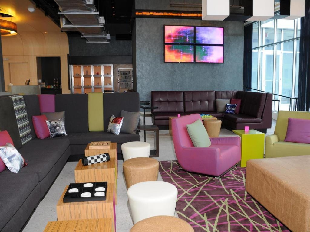 Интериор на хотела Aloft Charleston Airport and Convention Center