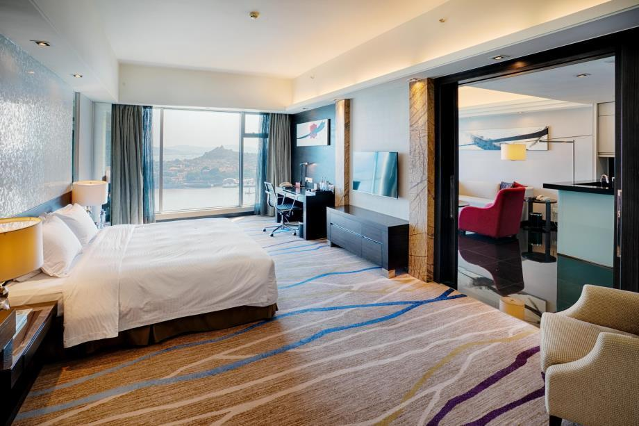 Premium Sea View Room with King Bed