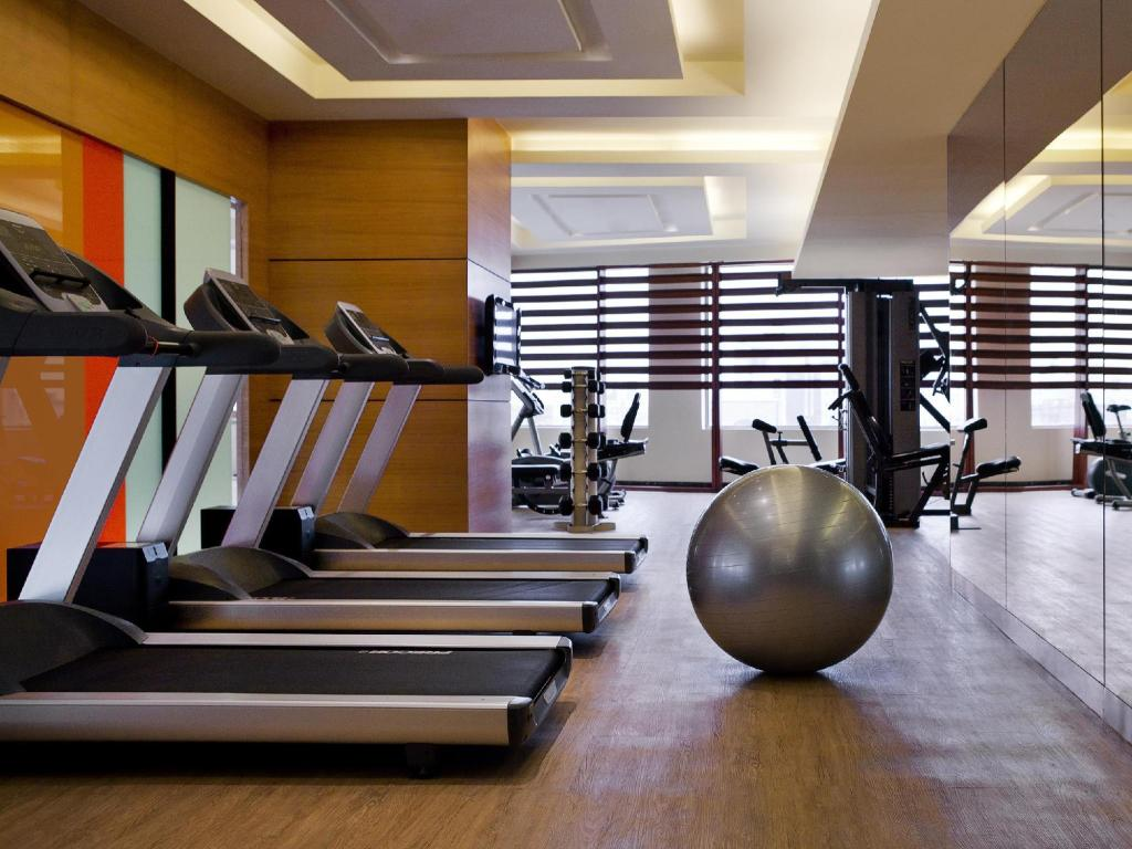 gimnasio Courtyard By Marriott Ahmedabad Hotel