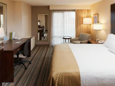 North Shore Suite with Parlor DoubleTree by Hilton Hotel Chicago - North Shore Conference Center