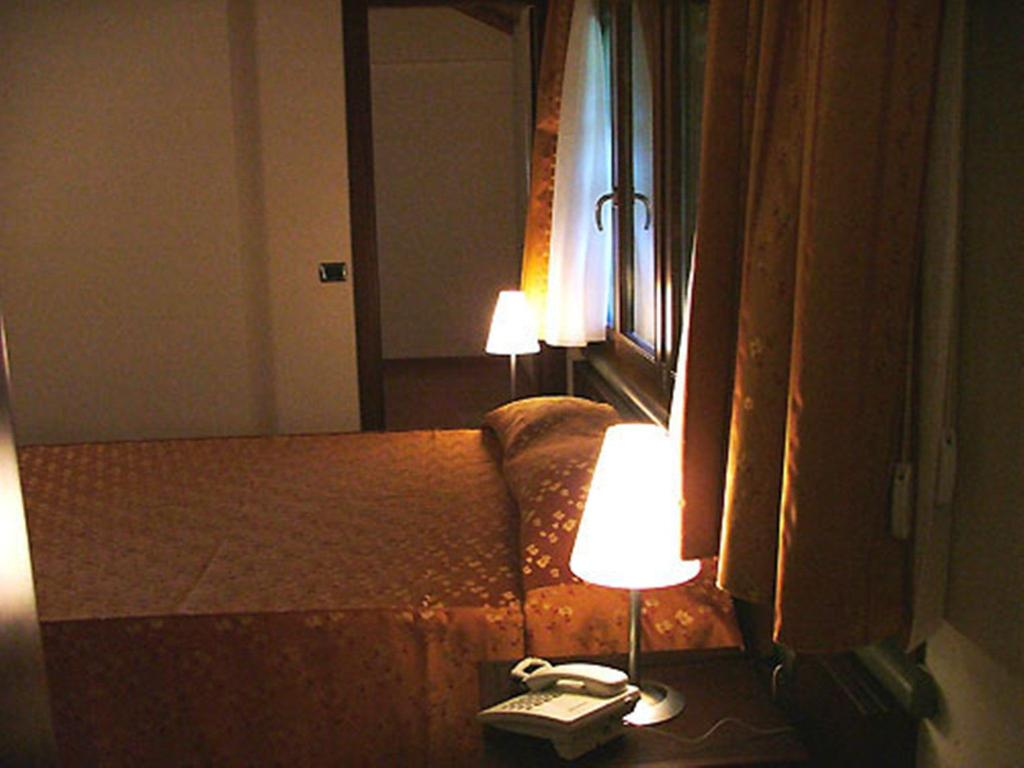 Double for Single Use - Guestroom Hotel Castelbarco