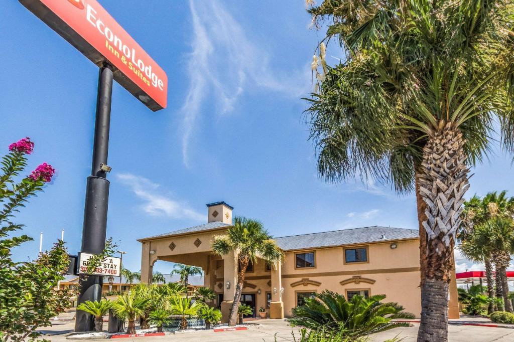 Econo Lodge Suites In Corpus Christi Tx Room Deals Photos