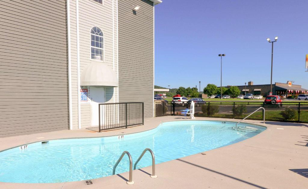 Swimming pool [outdoor] Econo Lodge Sevierville