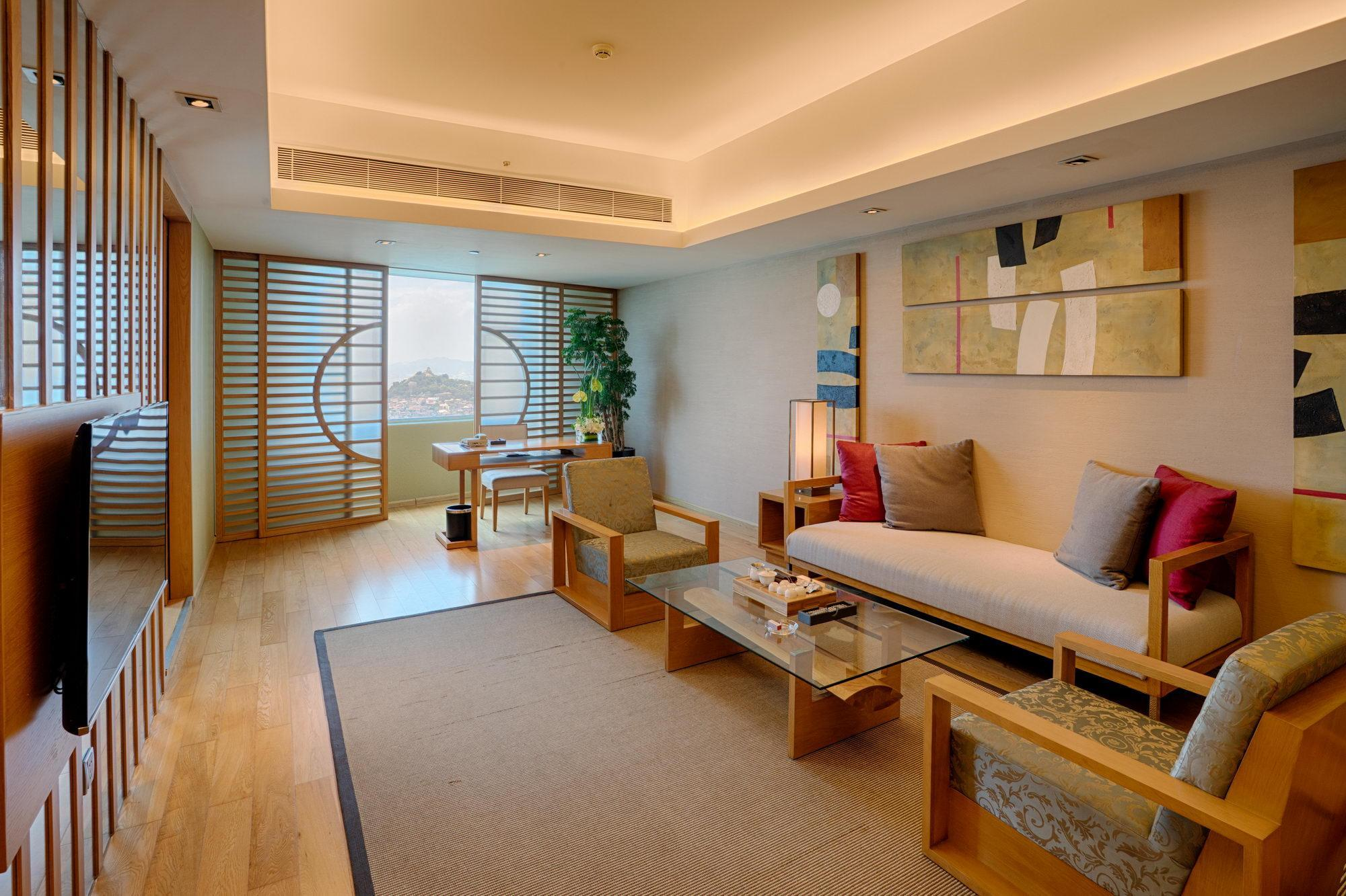Shiraki Suite