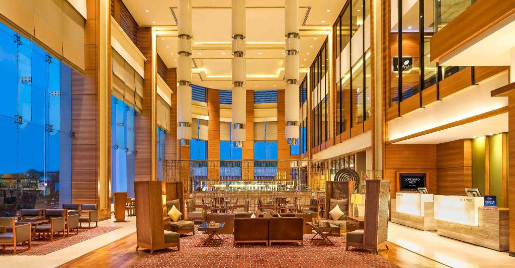 Vestíbulo Courtyard By Marriott Ahmedabad Hotel
