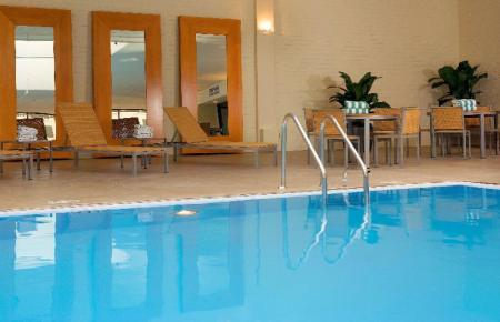 Swimming pool DoubleTree by Hilton Hotel Chicago - North Shore Conference Center