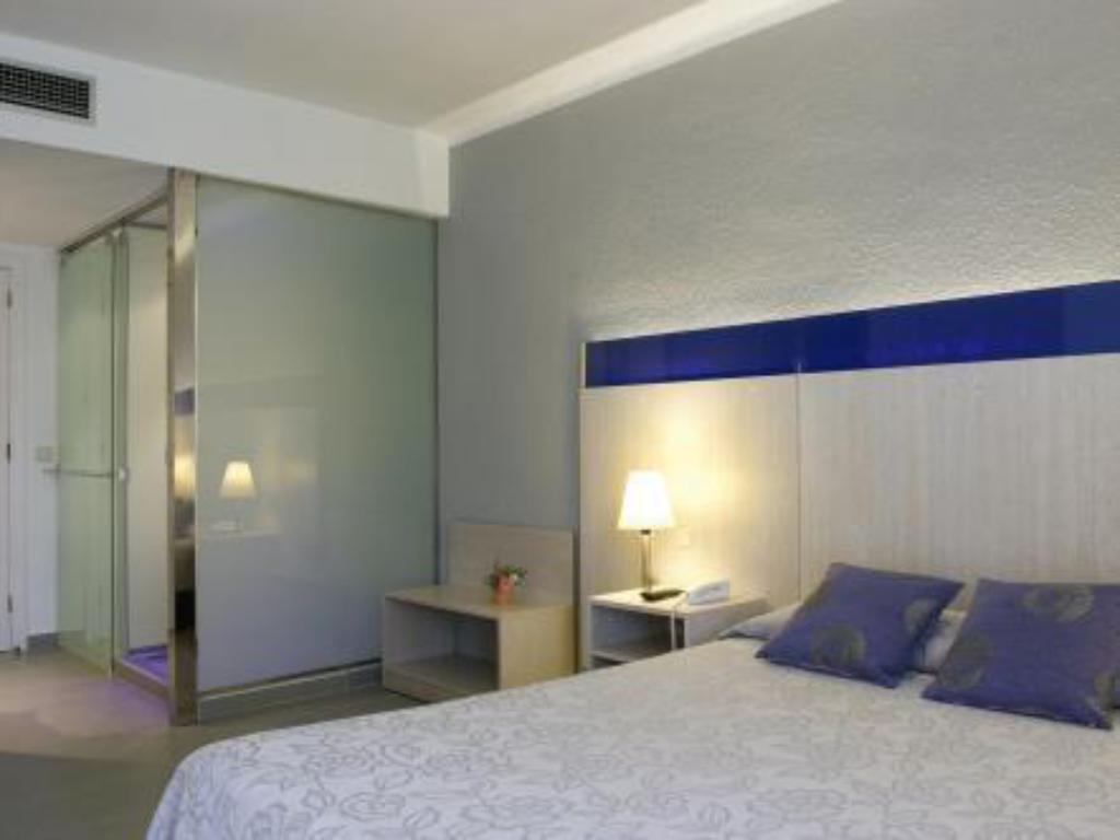 Superior Double or Twin Room with Lateral Sea View Planamar Hotel