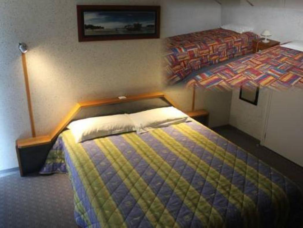 Comfort Quadruple Room - Bed Les Dineux Village