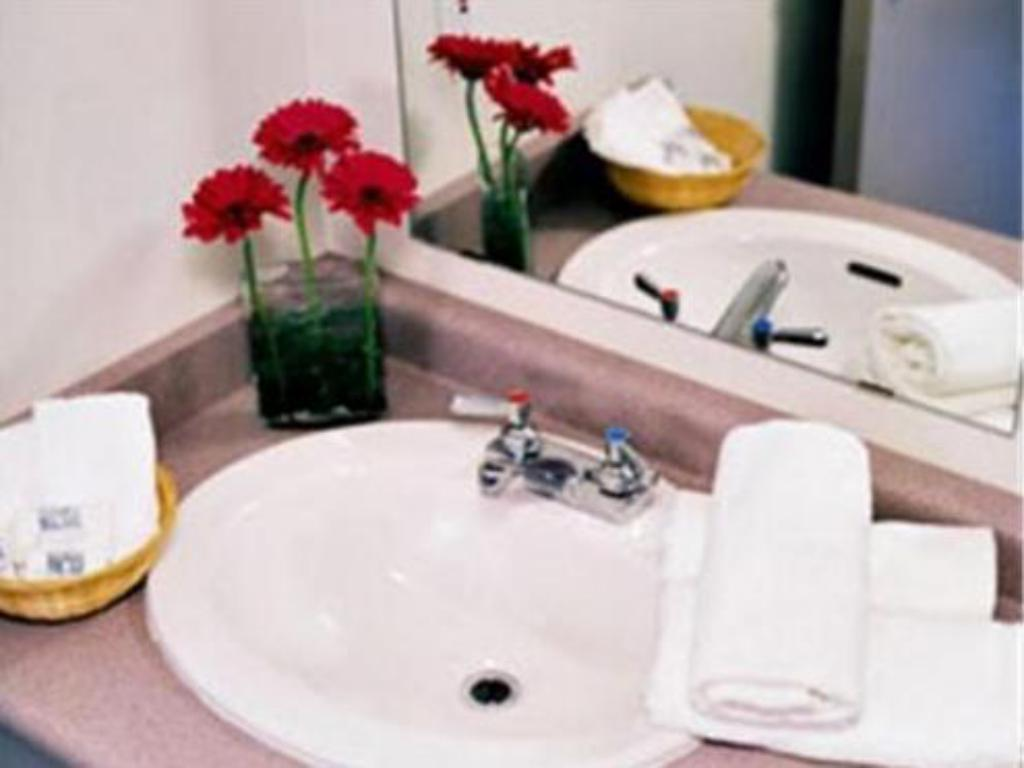 Bathroom Residence & Conference Centre - Niagara-on-the-Lake