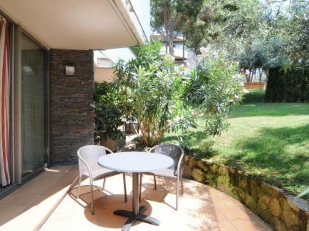 One-Bedroom Apartment with Terrace (2 Adults) - Outside seating area Aparthotel Ciutat de Palol