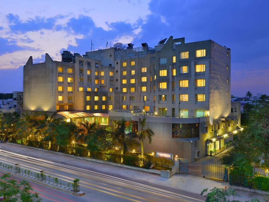 ザ ゲイトウェイ ホテル アコタ ガーデン バドダラについて