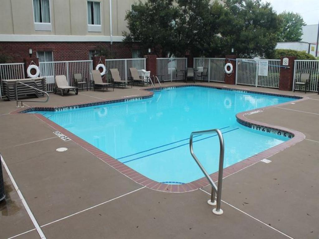 Swimming pool Holiday Inn Express & Suites Ripley