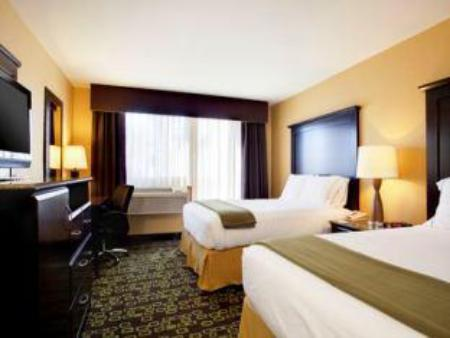 2 Queen Beds Non-Smoking Holiday Inn Express Hotel & Suites Woodland Hills