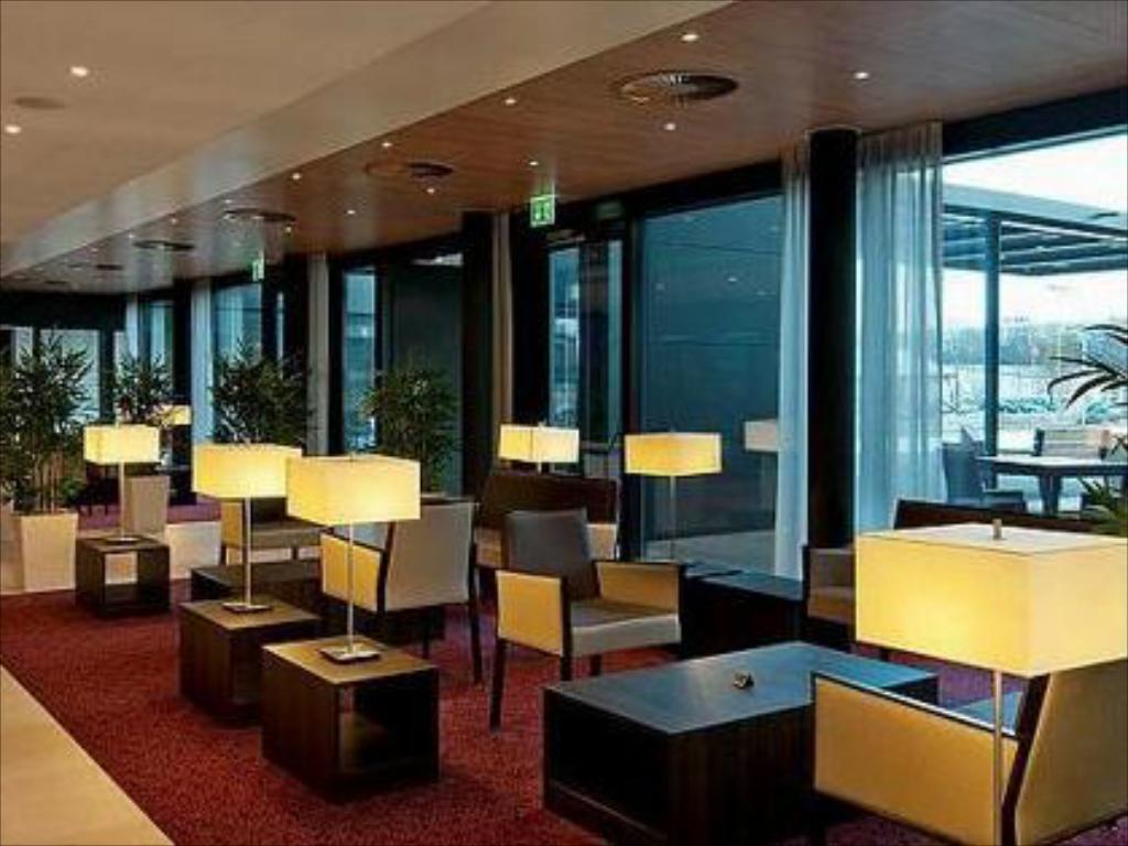 Lobby Holiday Inn Express Zürich Airport