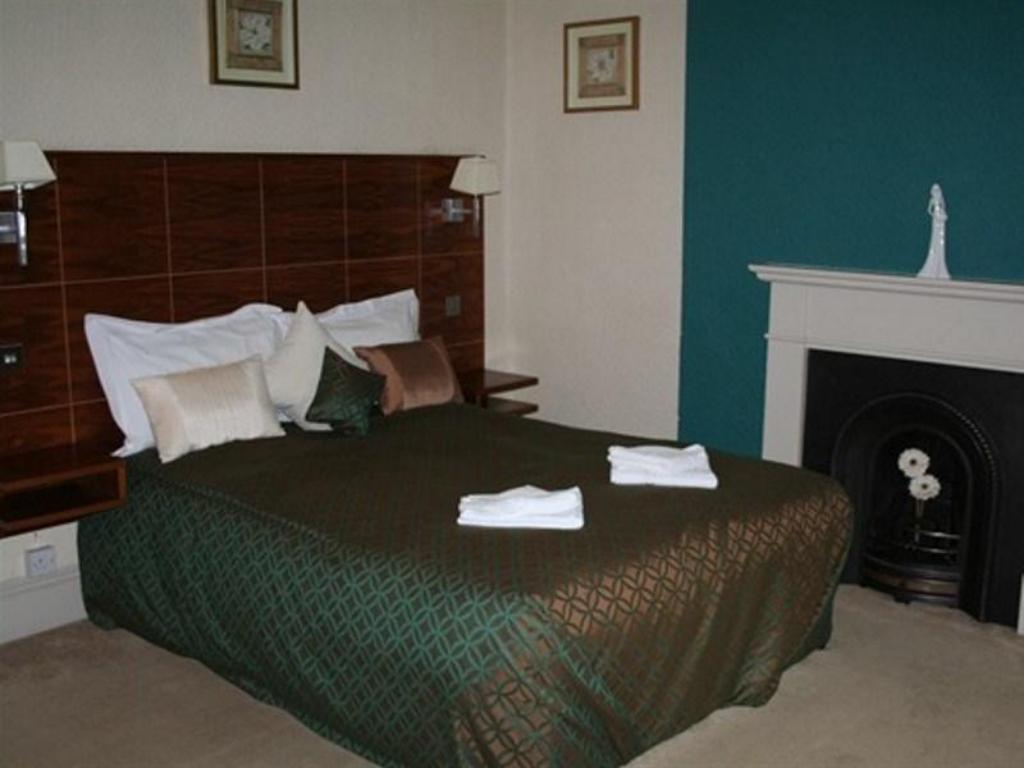 Deluxe Double Room Greyhound Hotel